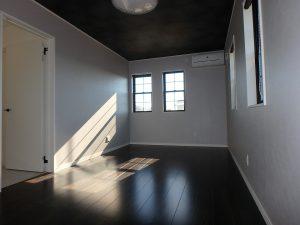 千葉県館山市高井の不動産、築浅戸建て、移住、ここは主寝室10帖半