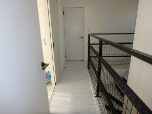千葉県館山市高井の不動産、築浅戸建て、移住、居室をつなぐ廊下です