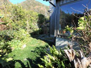 千葉県鴨川市天面の不動産、海が見える家、海前、別荘、浴室から見える坪庭