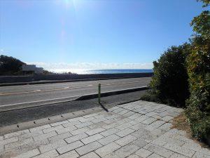 千葉県鴨川市天面の不動産、海が見える家、海前、別荘、道路向こうの海に行こう