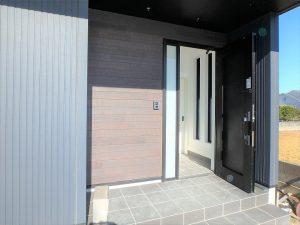 千葉県館山市高井の不動産、築浅戸建て、移住、室内に入ります
