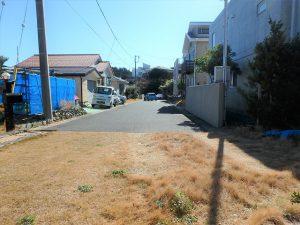 千葉県館山市加賀名の不動産、海が見える別荘、ポピーランド、海一望、玄関側から道路を見ると