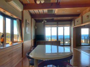 千葉県館山市加賀名の不動産、海が見える別荘、ポピーランド、海一望、吹抜けのリビング