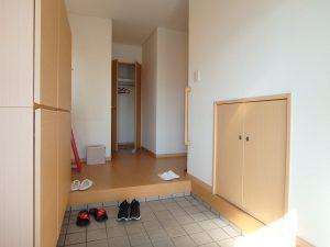千葉県館山市湊の不動産、中古住宅、戸建て、移住、玄関右手の扉は広い収納