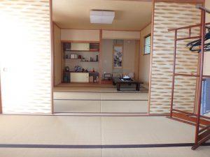 千葉県鴨川市横渚の不動産、前原海岸すぐ前、海一望別荘、高級別荘、中央は和の続間です