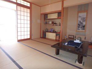 千葉県鴨川市横渚の不動産、前原海岸すぐ前、海一望別荘、高級別荘、床の間もあります