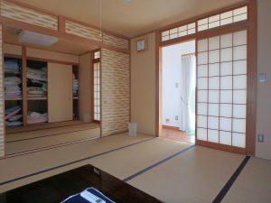 千葉県鴨川市横渚の不動産、前原海岸すぐ前、海一望別荘、高級別荘、6帖と8帖間になります