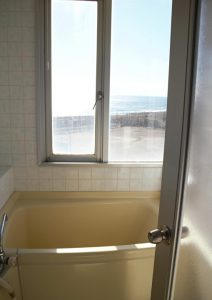 千葉県南房総市白浜町滝口のマンション、アレーヌ白浜、別荘、海一望、浴室からも海が見える