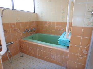 千葉県館山市八幡の不動産、戸建て、移住、タイル張りの浴室