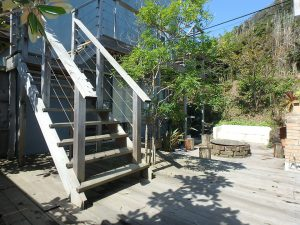 千葉県南房総市和田町白渚の不動産、海一望、海が見える別荘、中庭階段から2階や屋上へ