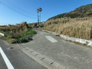 千葉県館山市西川名の不動産、海が見える土地、広い土地、敷地へはここから