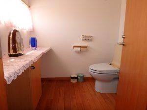千葉県鴨川市横渚の不動産、前原海岸すぐ前、海一望別荘、高級別荘、2階のトイレ