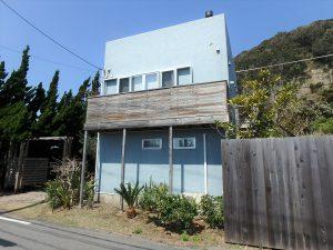 千葉県南房総市和田町白渚の不動産、海一望、海が見える別荘、外壁はマリンカラーの漆喰