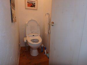 千葉県南房総市和田町白渚の不動産、海一望、海が見える別荘、トイレはこんな感じ