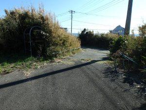 千葉県館山市西川名の不動産、海が見える土地、広い土地、道路方面を見た感じ