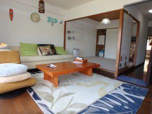 千葉県館山市洲崎ロイヤルマンション、海一望別荘、リビングとオープンな感じ
