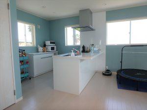 千葉県南房総市高崎の別荘、ハーバーアイランド岩井、海目の前、キッチンはペニンシュラ型