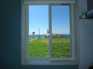 千葉県南房総市高崎の別荘、ハーバーアイランド岩井、海目の前、横の窓からはこんな感じ