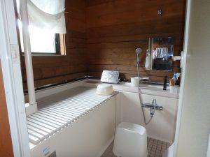 千葉県館山市見物の不動産、ポピーランド、ログハウス、海が見える、浴室も木の温もり