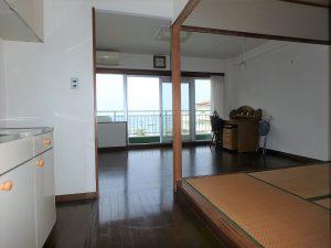 千葉県館山市洲崎のマンション、洲崎ロイヤル、海が見える別荘、まずはリビング方面から