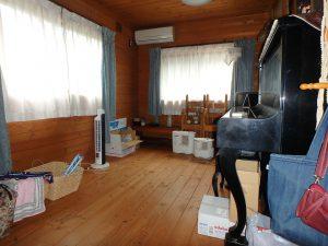 千葉県館山市見物の不動産、ポピーランド、ログハウス、海が見える、1階南側の洋室は約7帖