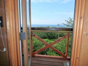 千葉県館山市見物の不動産、ポピーランド、ログハウス、海が見える、イイですね!海と緑の景色