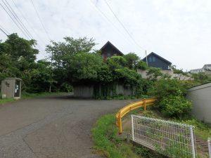 千葉県館山市見物の不動産、ポピーランド、ログハウス、海が見える、北側からの全景です