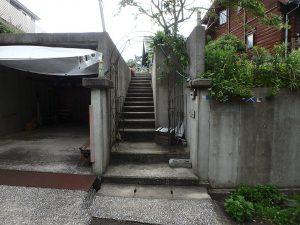 千葉県館山市見物の不動産、ポピーランド、ログハウス、海が見える、宅盤は道路から上がります