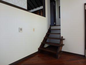千葉県鴨川市二子の不動産、海が見える別荘、二子棚田、おしゃれ、玄関ホールに戻り2階へ