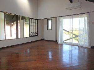 千葉県鴨川市二子の不動産、海が見える別荘、二子棚田、おしゃれ、感覚的には半2階