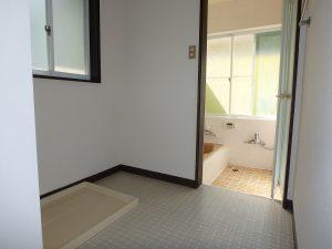 千葉県鴨川市二子の不動産、海が見える別荘、二子棚田、おしゃれ、広めの脱衣室
