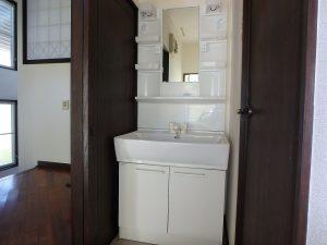 千葉県鴨川市二子の不動産、海が見える別荘、二子棚田、おしゃれ、洗面のようすです