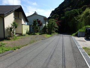 千葉県鴨川市二子の不動産、海が見える別荘、二子棚田、おしゃれ、前面の道路です