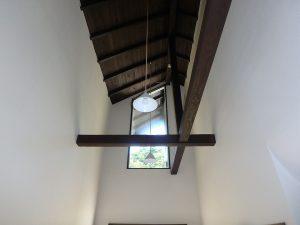 千葉県鴨川市二子の不動産、海が見える別荘、二子棚田、おしゃれ、玄関天井は高くて明るい