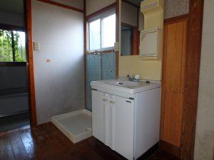 千葉県館山市上真倉の不動産、中古住宅、平家、田舎暮らし、浴室側に洗面台と防水パン