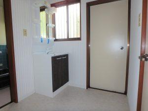 千葉県館山市神余の不動産、山の中の別荘、富士山望む、床や洗面台も交換済み