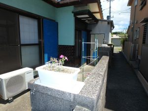 千葉県安房郡鋸南町勝山の不動産、中古住宅、海が近い、釣り別荘、建物を後にし外に出ました