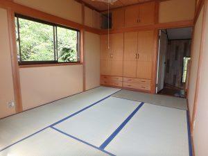 千葉県館山市神余の不動産、山の中の別荘、富士山望む、東側の部屋は造付家具あり