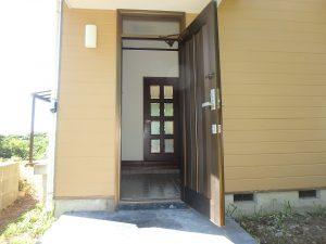 千葉県館山市神余の不動産、山の中の別荘、富士山望む、玄関のようすです