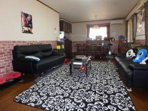 千葉県鴨川市太尾の不動産、戸建て、鴨川移住、和室からリビングを見ます