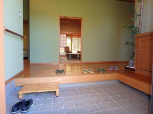 千葉県館山市神余の不動産、平家別荘、敷地広い、ドッグラン、おっ立派な玄関だな