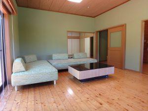千葉県館山市神余の不動産、平家別荘、敷地広い、ドッグラン、リビングだけで13帖半