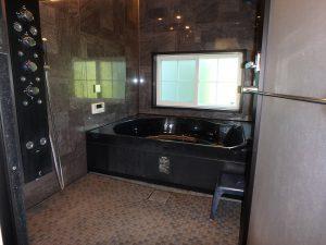 千葉県館山市神余に不動産、別荘、東虹苑内、築浅戸建て、バスルーム広く豪華です