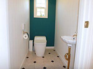 千葉県館山市神余に不動産、別荘、東虹苑内、築浅戸建て、清潔感ある1階トイレ