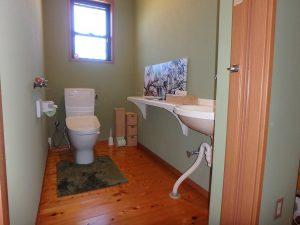 千葉県館山市神余の不動産、平家別荘、敷地広い、ドッグラン、こちらはメインのトイレ