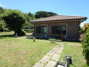 千葉県館山市神余の不動産、平家別荘、敷地広い、ドッグラン、続いて敷地(お庭)を少し