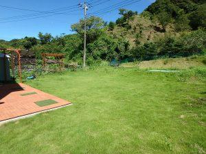 千葉県館山市神余に不動産、別荘、東虹苑内、築浅戸建て、緑が眩しいとはこのこと
