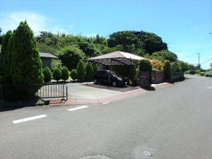 千葉県館山市神余の不動産、平家別荘、敷地広い、ドッグラン、道路側からの全景